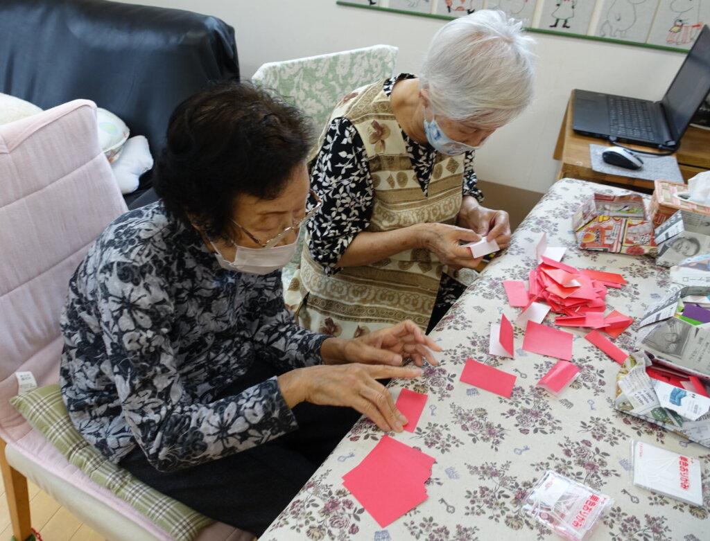 鹿児島 デイサービス スター倶楽部よしの 折り紙 作業