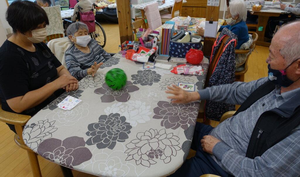 鹿児島 デイサービス スター倶楽部よしの 紙風船 活動
