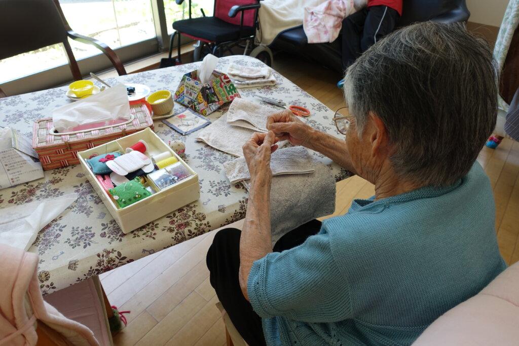 鹿児島 デイサービス スター倶楽部よしの 裁縫 活動