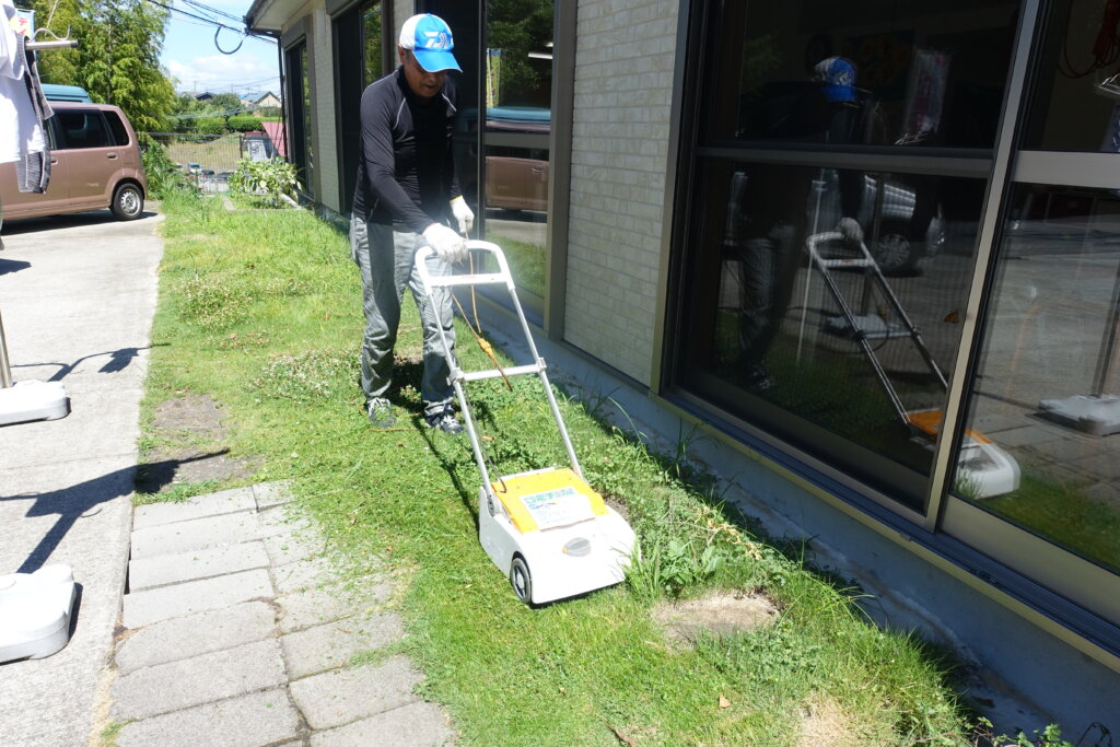 鹿児島スター俱楽部よしの 草刈り機 作業