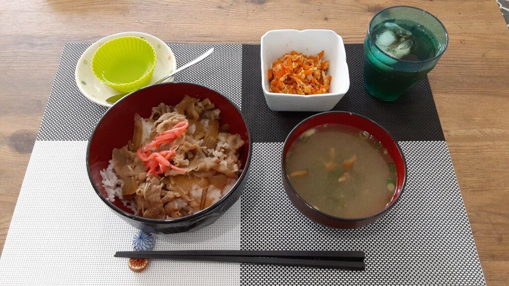 鹿児島 デイサービス 地域密着型通所介護事業 スター倶楽部 ランチ 牛丼定食